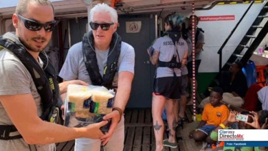 Photo of Entrega Richard Gere víveres a inmigrantes en barco en el Mediterráneo