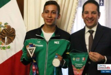 Photo of Gobernador recibe a Brandon Plaza, medallista de los Juegos Panamericanos