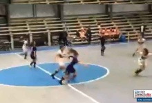 Photo of VIDEO: Un 'fantasma' irrumpe en un partido de fútbol sala femenino