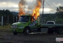 Photo of Incendian transporte en Nochixtlán, mototaxistas se oponen a operativos