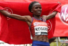 Photo of Kenianos imparables, Brigit Kosgei y Lawrence Cherono se coronan en maratón de Chicago