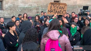 Photo of Regresan protestas de mujeres a Palacio Nacional, el presidente pide que sean pacíficas